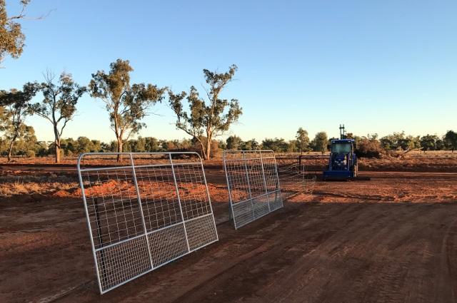 wild dog fence, cluster fencing